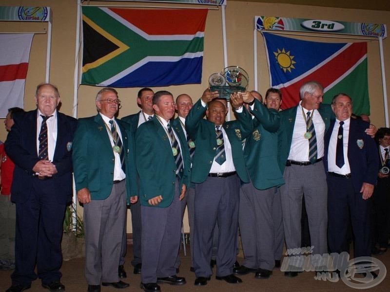 Az új bajnok: Dél-Afrika. Versenyzői 72 óra alatt 1086 pontyot fogtak 3418,25 kg összsúlyban