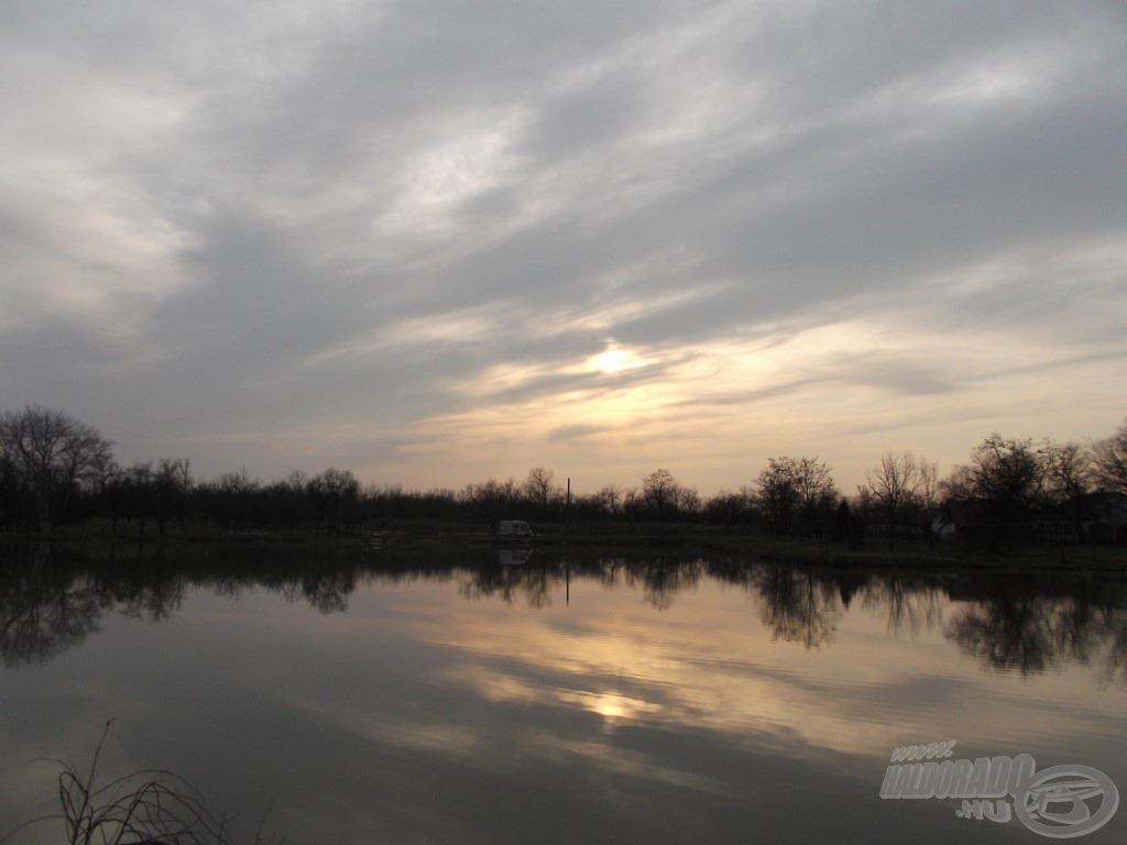 Az előttem elterülő vízfelület, jobbra a kis öböl, ezt horgásztam meg a nap folyamán