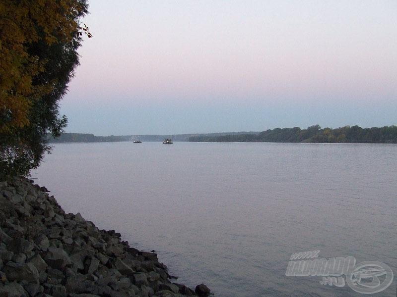 .. és alsó része - hajnalban, egyelőre még horgászok nélkül