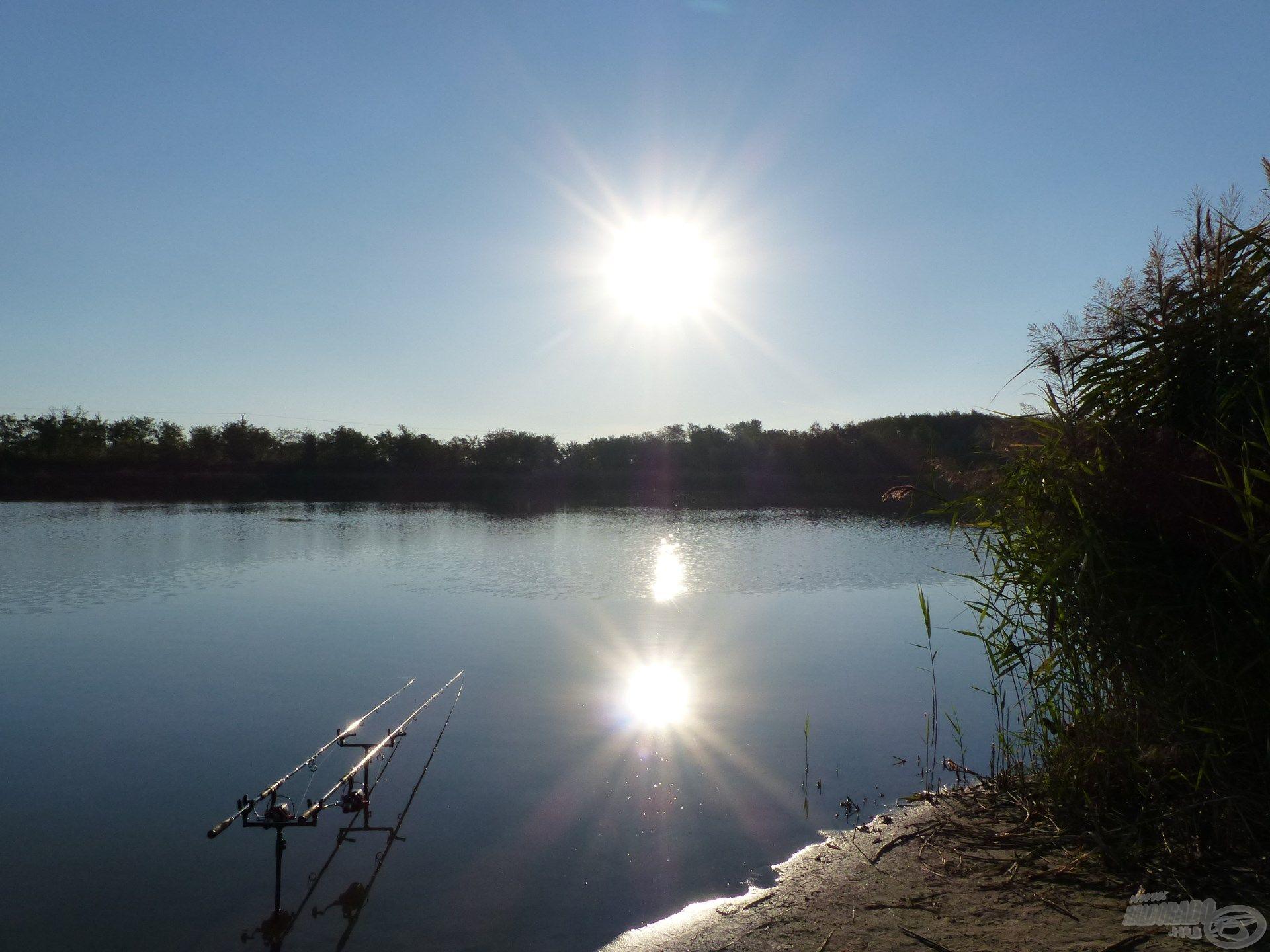 Szikrázó napsütés fogadott reggel a tóparton
