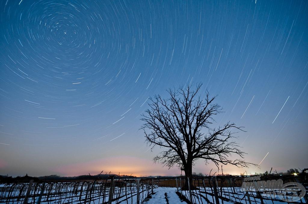 Téli örvény (a fotó 40 perces expozíciós idővel készült, így ívet húznak a csillagok a sarkcsillag körül)