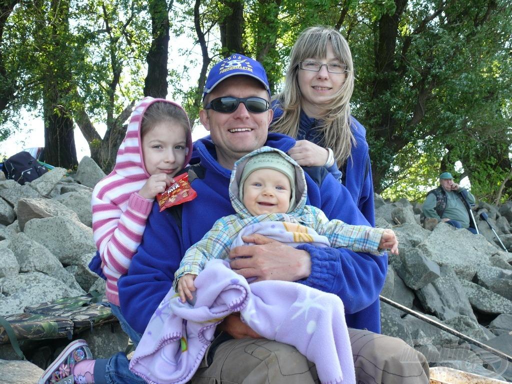 Gábor szerencsés, mert családja támogatja, elkíséri horgászatai során is