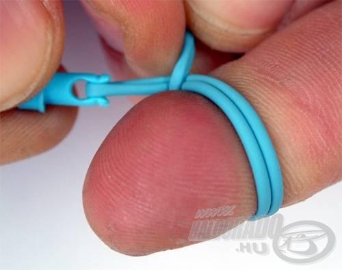 ...a gumi hosszú és rövid szárát összefogva...