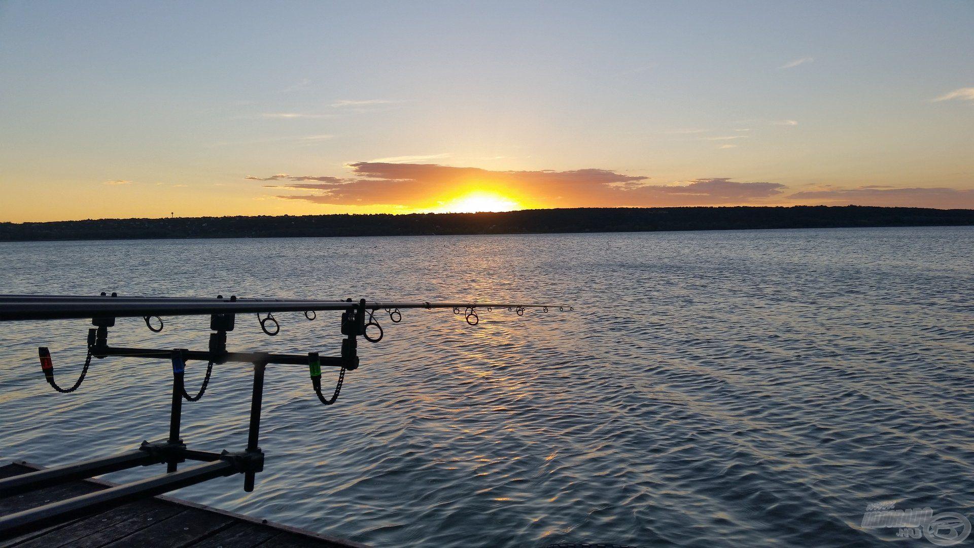 Napkelte a Balatonon, mely oly sok horgász szívét megdobogtatja