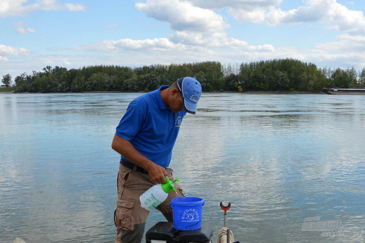 A nedvesítést egy vízpermetezővel lehet legjobban megoldani