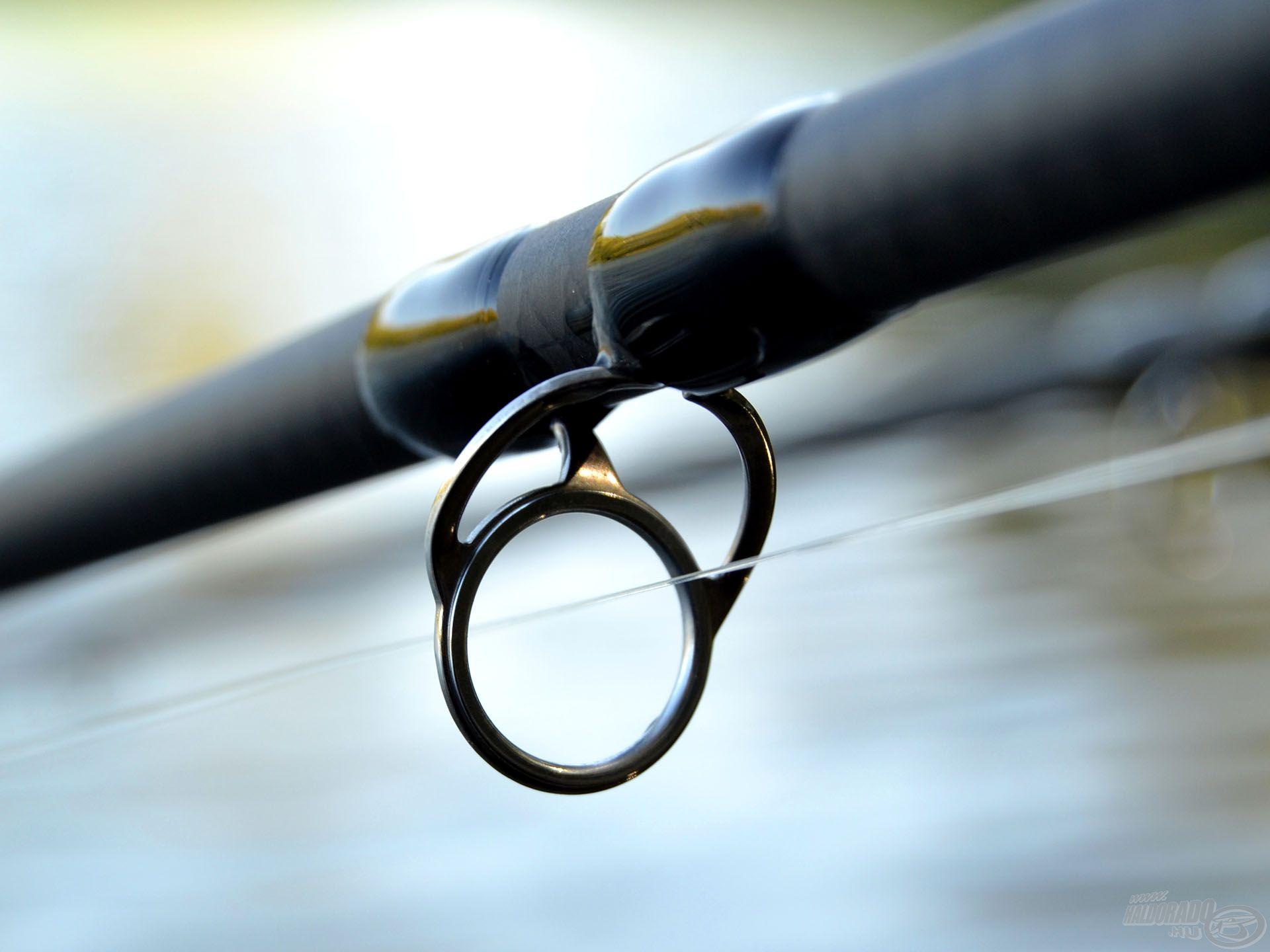 A stabilan rögzített gyűrűk kötései feleakkorák, mint a SiC gyűrűk esetében, így még nagy megterhelésnél sem törik meg a bot tökéletes íve