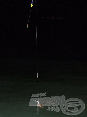 Horgászatonként 1-2 világítópatron nem nagy kiadás… de ha hűvös az éjszaka, akkor pár órás horgászat után a patronokat még érdemes lefagyasztani (mélyhűtőben), így a következő horgászaton is hasznukat vehetjük