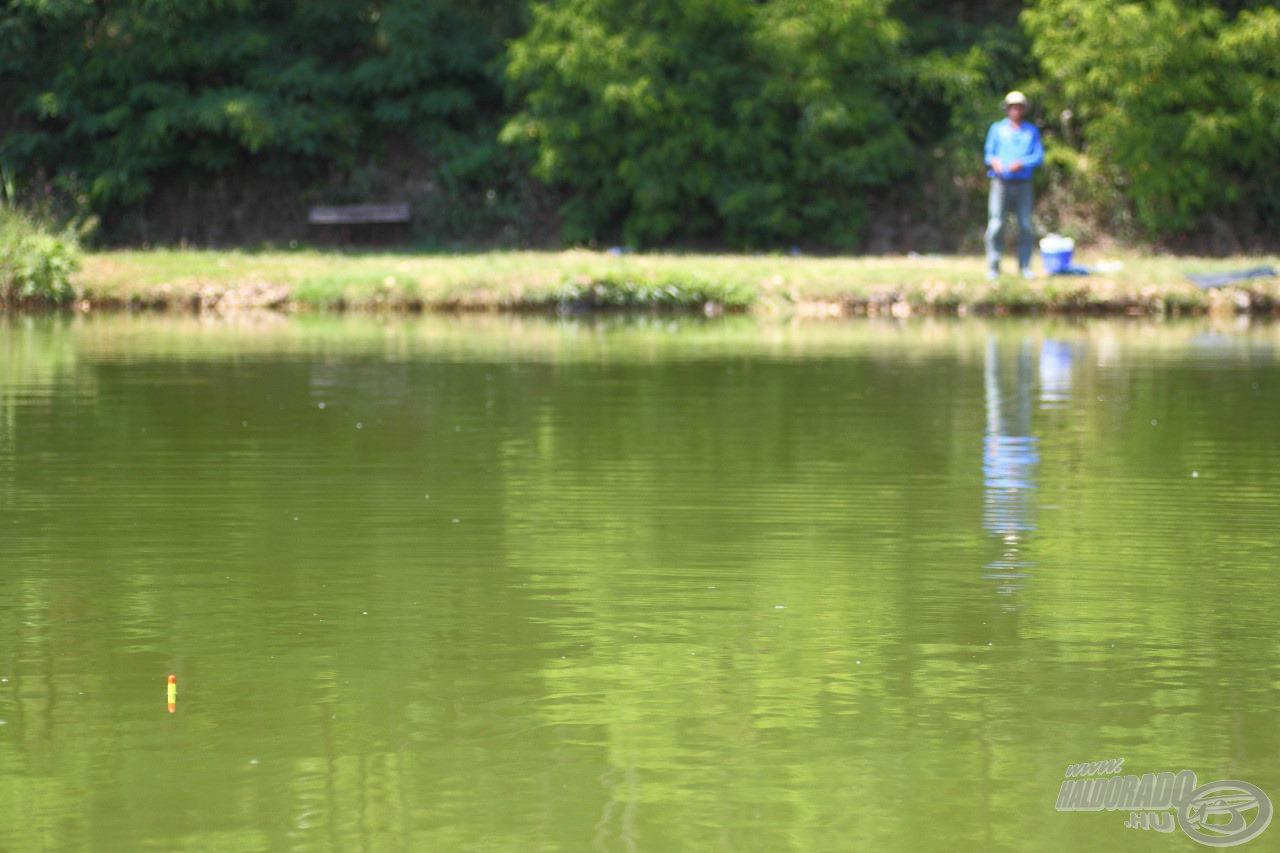 A parttól távoli úszós horgászat eszköze a matchbot