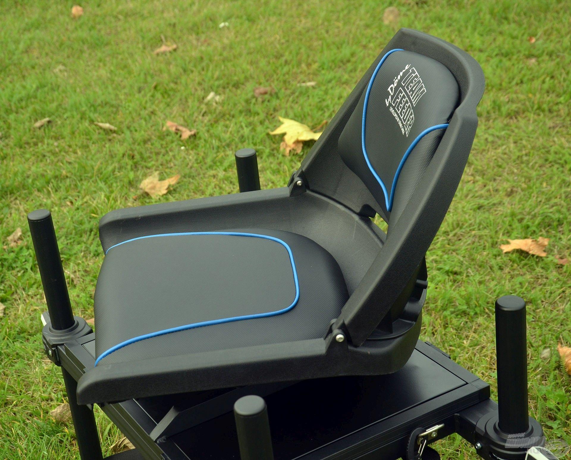 Az ülőfelület kényelmes, csúszásmentes és víztaszító