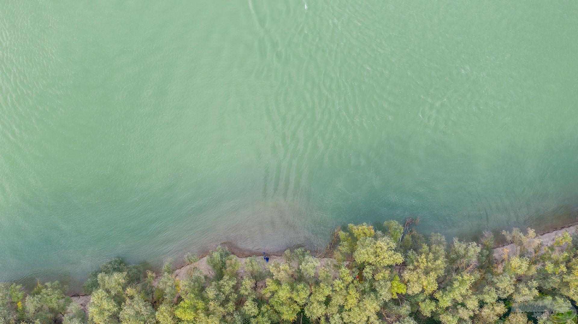 A horgászhelyem lassan, fokozatosan mélyül, így szükséges a viszonylag távoli (40 méter) horgászat
