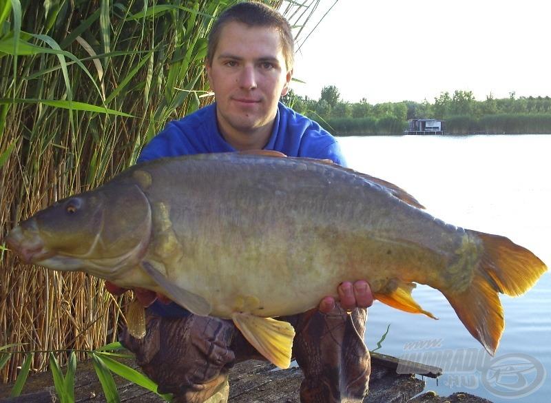 Íme, egy jól fotózott hal, mely a maga 9 kg-os tömegénél lényegesen többnek látszik