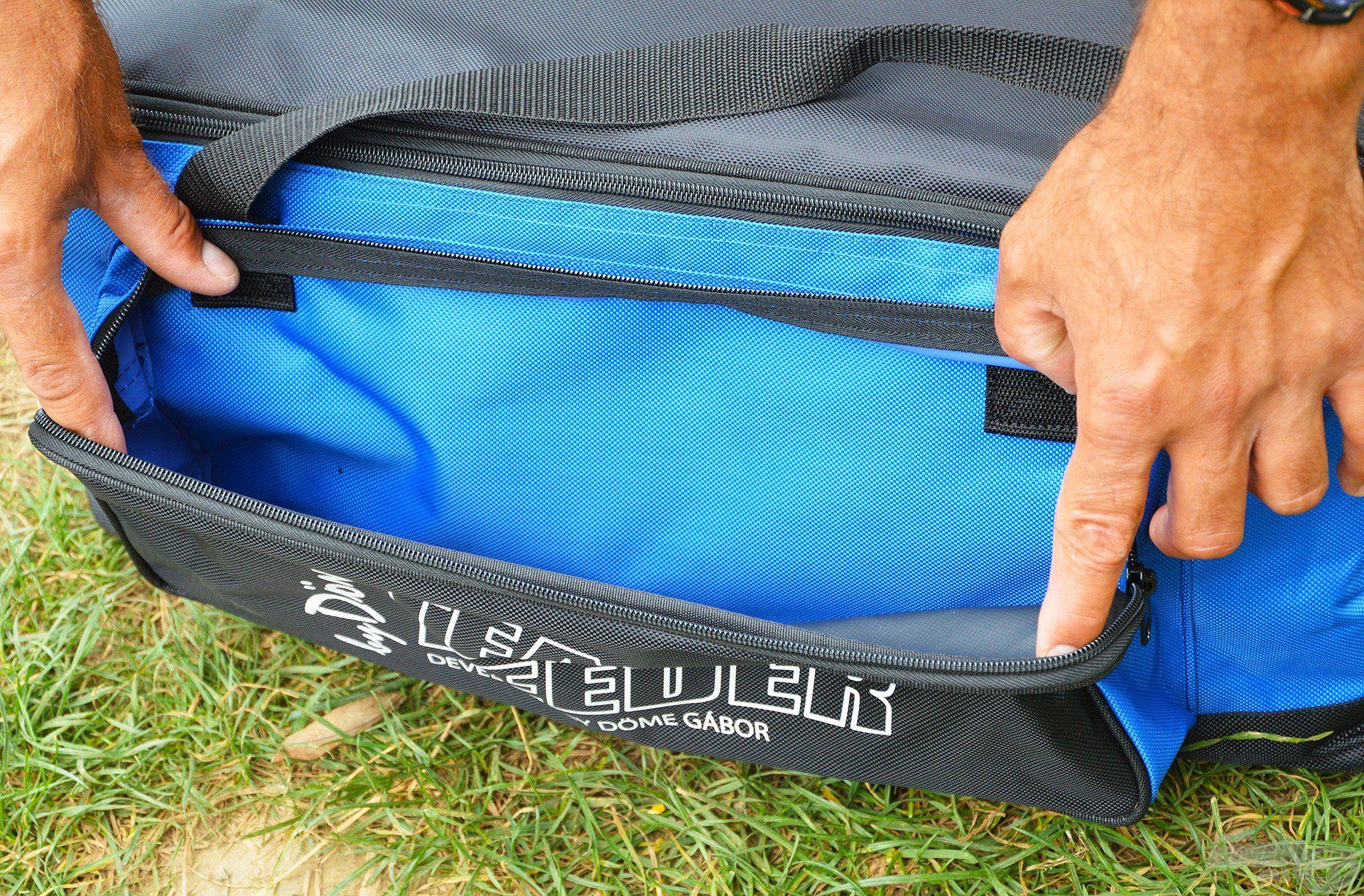 A táska elején található egy kisebb méretű zipzáras zseb is