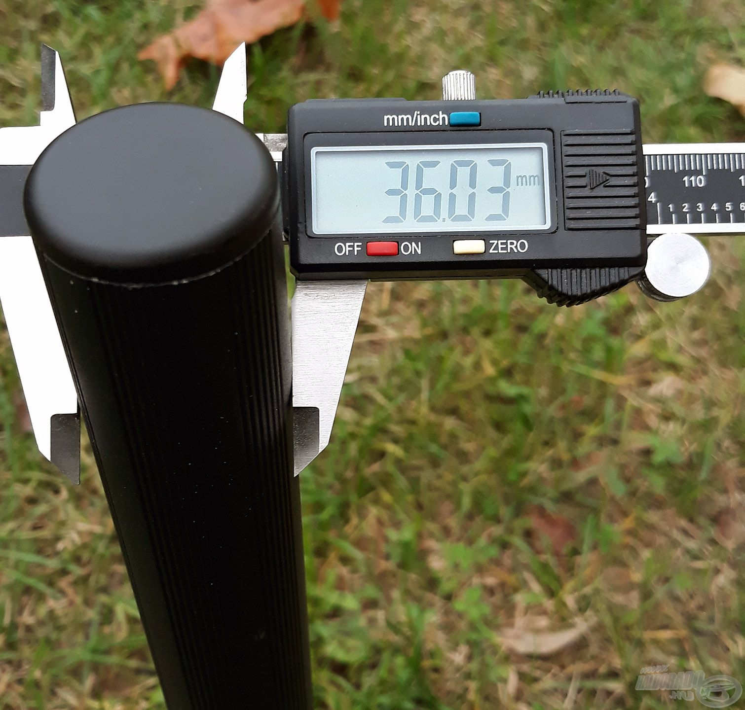 A horgászládát tartó 4 db láb mindegyike 36 mm átmérőjű, kör keresztmetszetű, amik minden kiegészítővel, modullal kompatibilisek, univerzálisan használhatóak