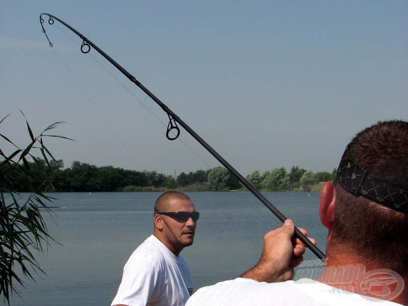 Kitört a kánikula, pörkölt a levegő, ám a pontyfogók rendületlenül tovább horgásztak