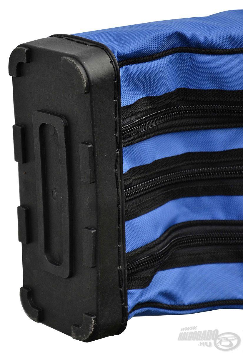 Erős műanyag talp került a táska aljára, ami tovább növeli a felszerelések biztonságát
