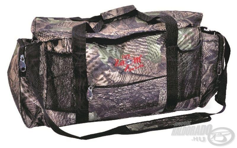 Camou, azaz terepszínű mintázatú, nagyméretű Carp Zoom táska, ami rengeteg tárolási lehetőséget biztosít szinte bárminek