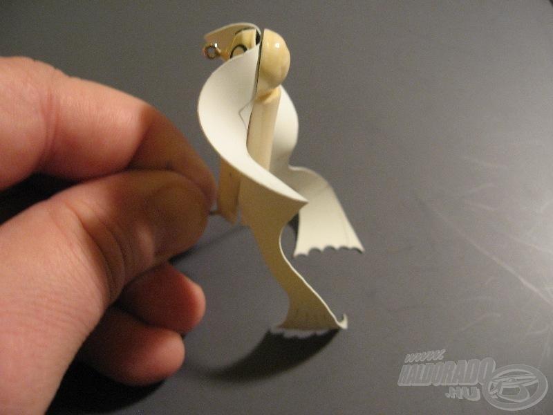 Hordozóra feszített békaláb-szárny
