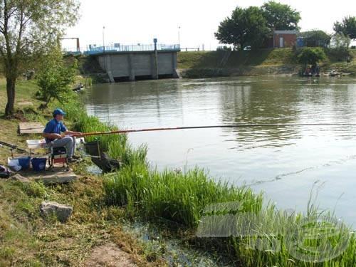 13 méterben horgászva vágtam neki a halak üldözésének