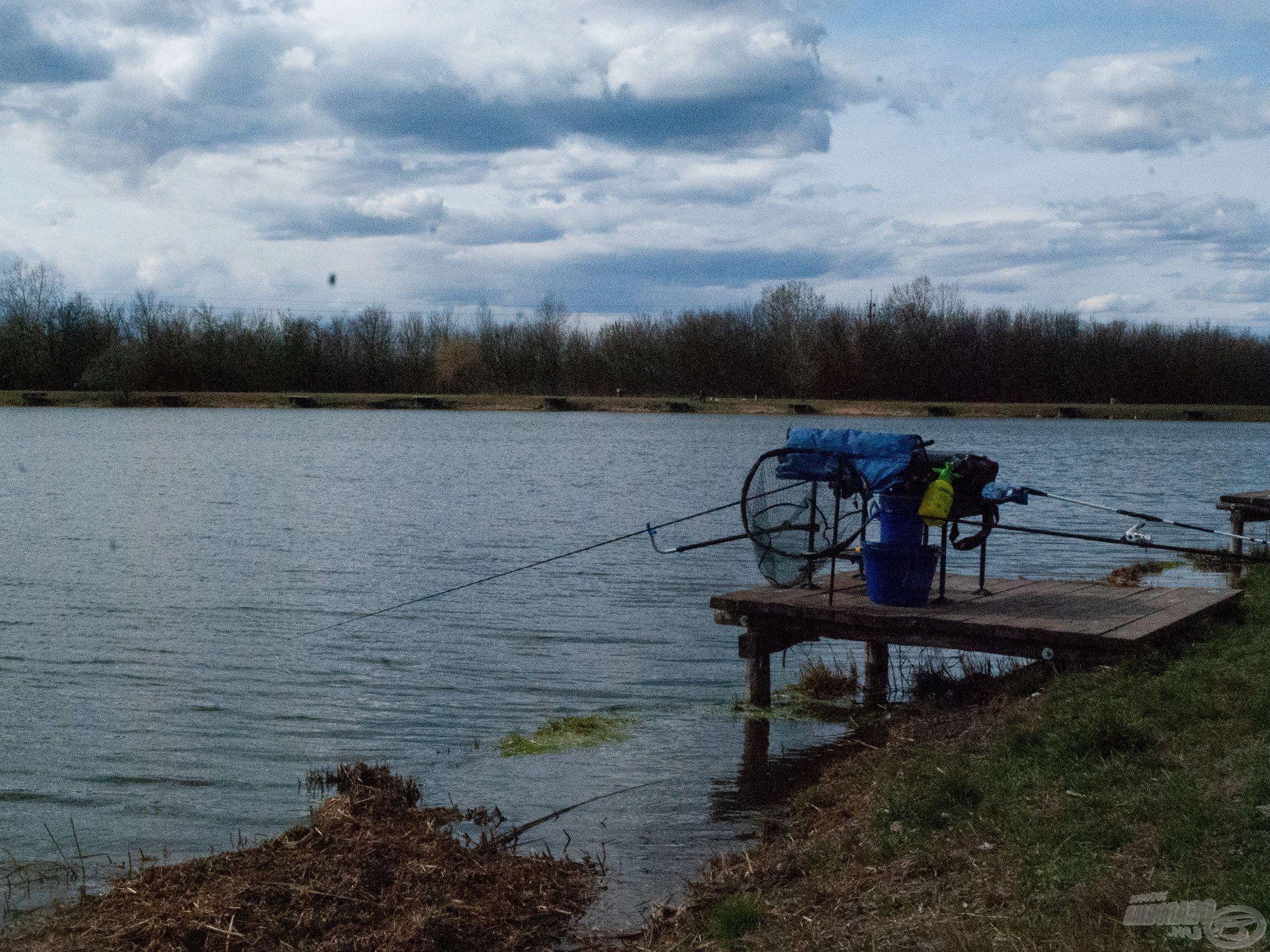 A 45-ös helyen állítottam fel kis horgászállásom