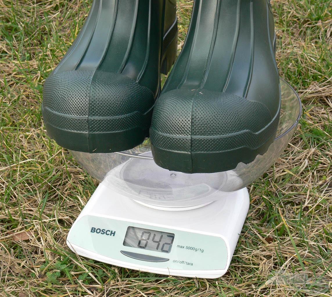 Töredéke a súlya egy PVC vagy gumicsizmához képest!
