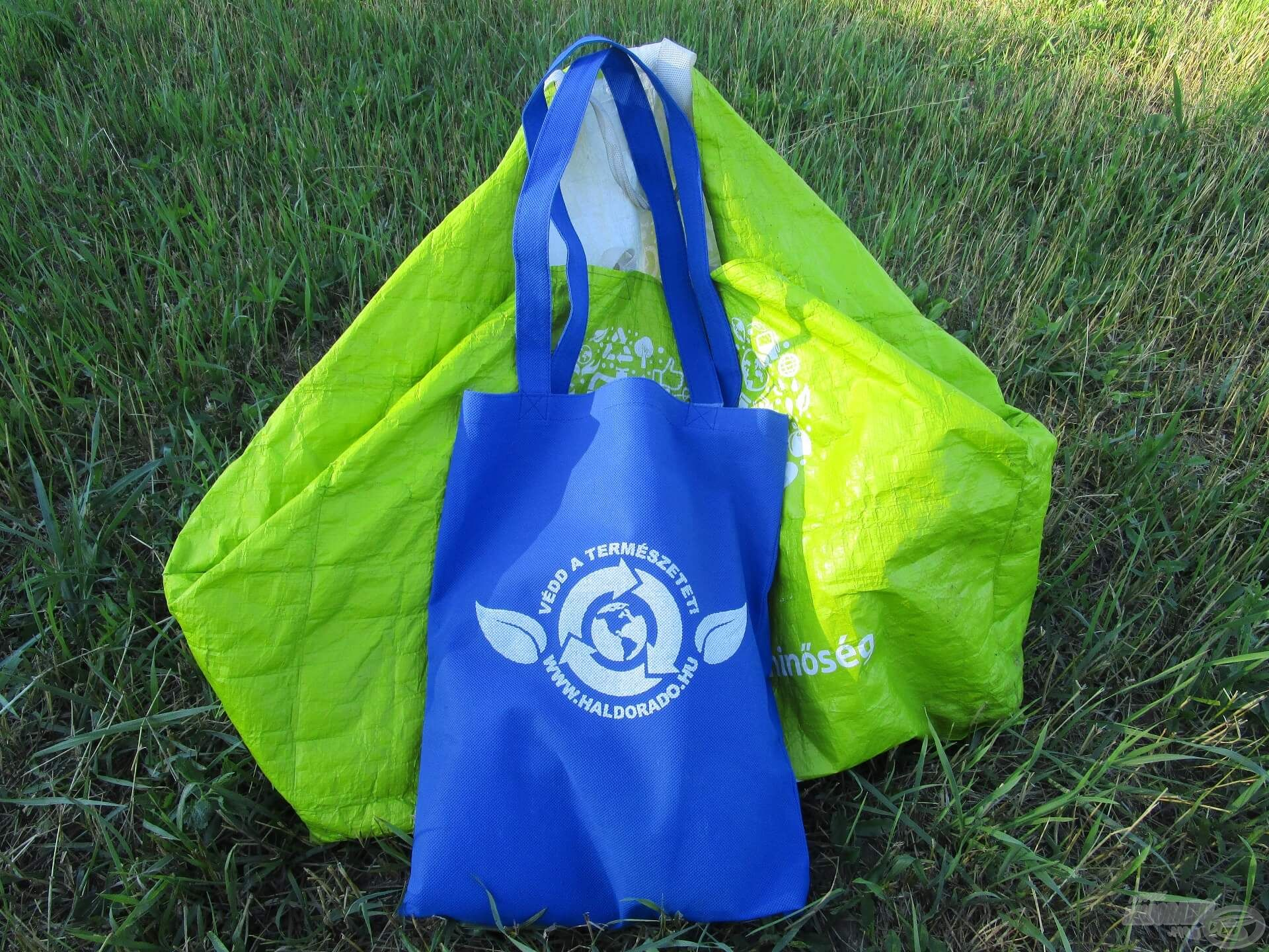 Ebben a két táskában bőven elfért minden fontos kellék