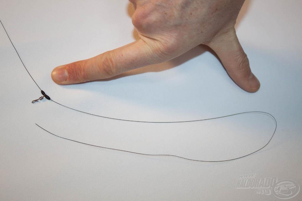 Ezután egy kellően nagy, legalább 20 cm-es végfület kell kötni a fonott dobóelőke végére