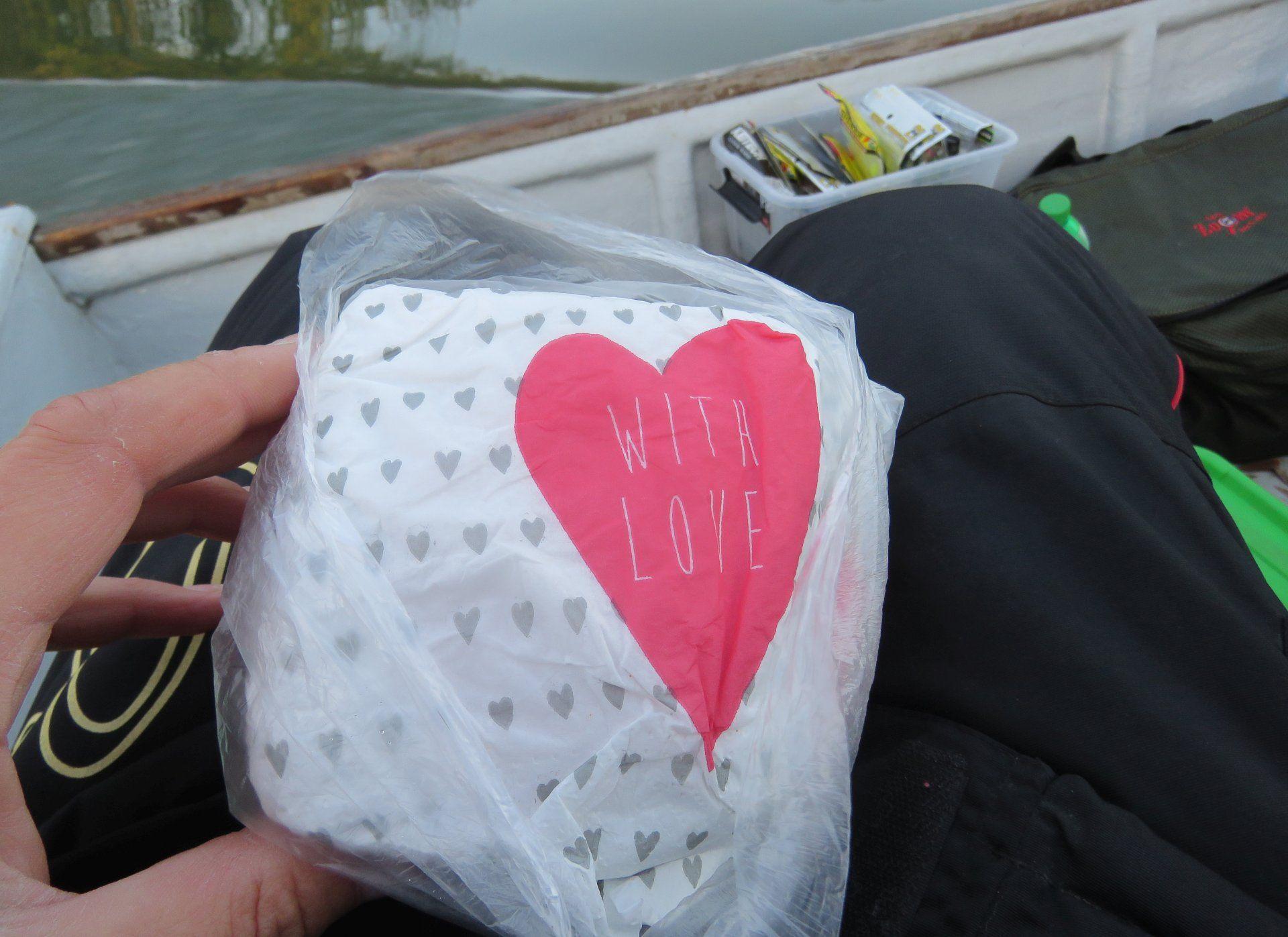 Feleségem, ha épp nem is tud mindig velem tartani, arról mindig gondoskodik, hogy enni ne felejtsek el horgászat közben sem