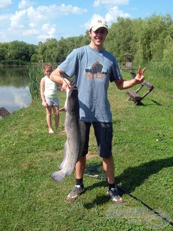 Büszke horgász és zsákmánya