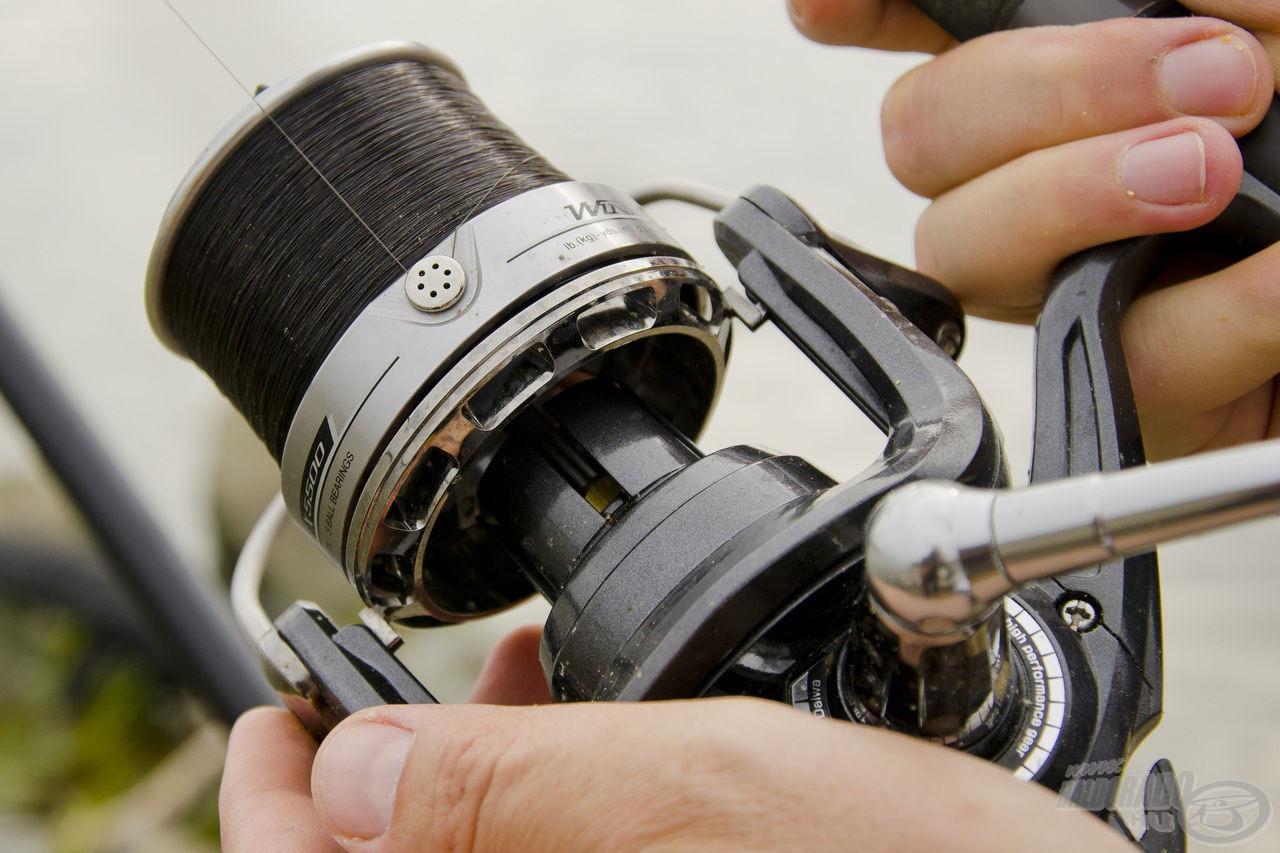A kiakasztott zsinórklipszes technika biztosítja a lehető legpontosabb alapozó etetést és horgászatot