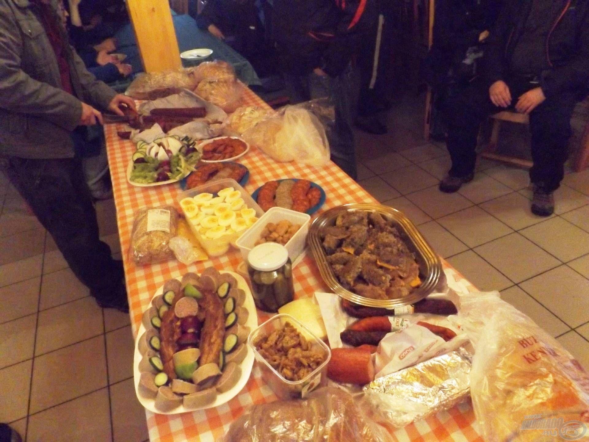 Terülj-terülj asztalkám: a közös reggelire összerakott hazaiak