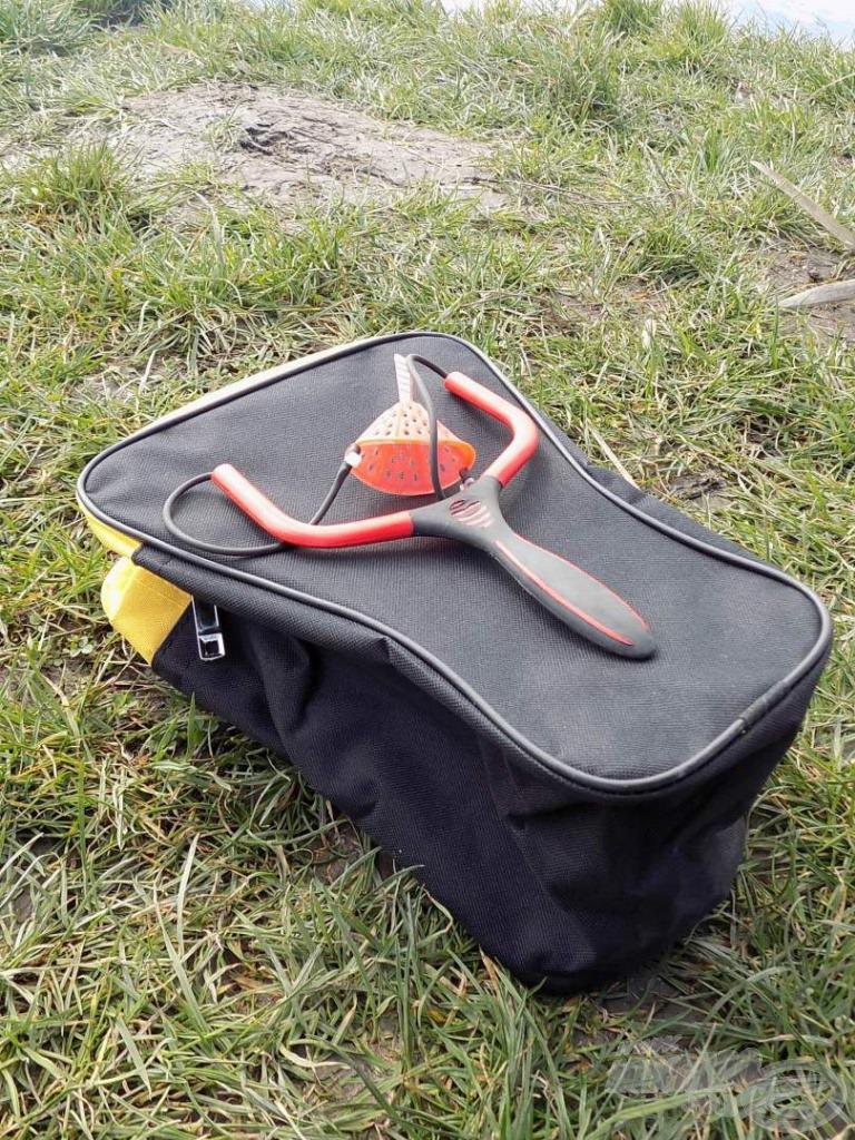 E nagyméretű csúzlis táskában kedvenceink minden fizikai sérüléstől védve vannak…