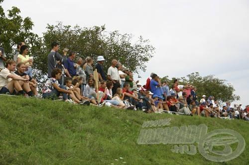 Minden magyar versenyző mögött lelkes szurkolók izgulták végig a fordulót