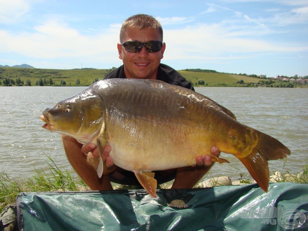 Az új csalival folyamatosan a nagyobb testű halak érkeztek az etetésre