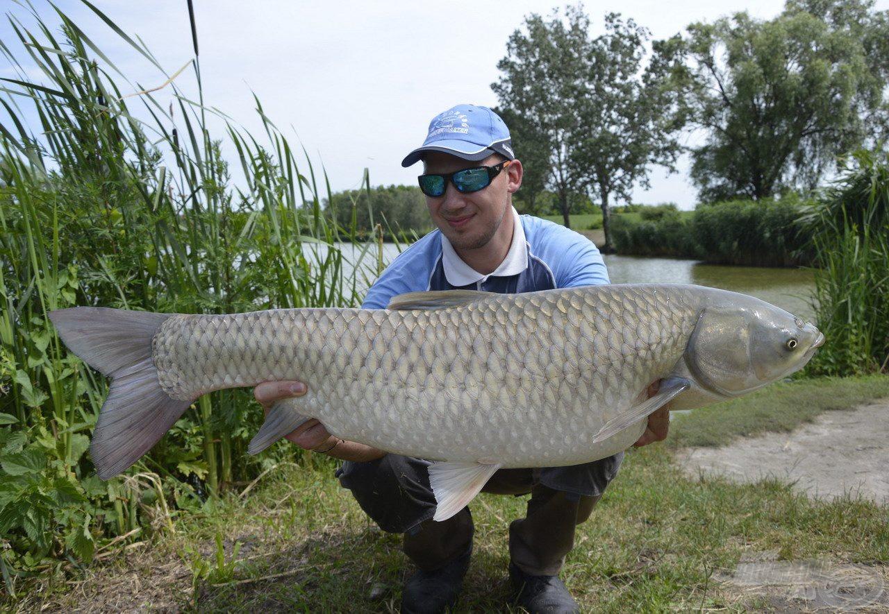Hatalmas amur tisztelt meg az új nap első halaként! Nagyon jó súlyban volt, biztosra vettem, hogy új rekordomat jelentette…