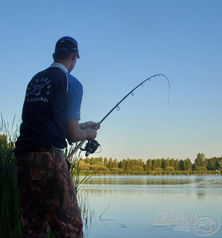 Az iszonyatos erejű hal horgászt és felszerelést egyaránt próbára téve küzdött