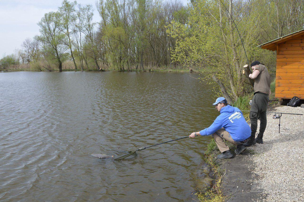 A horgászat kezdete után hamarosan megérkezett az első kapás…