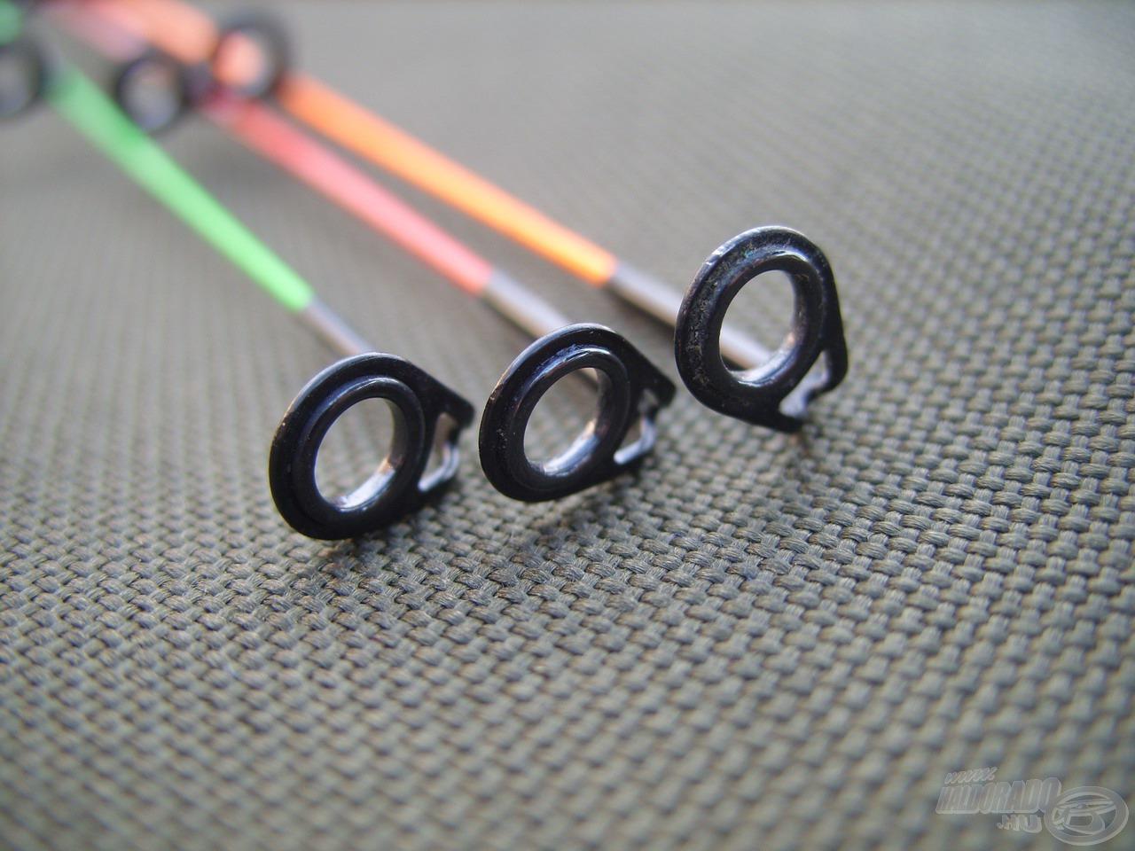 Minden rezgőspicc megnövelt átmérőjű gyűrűkkel rendelkezik, amik strapabíróbbak, és praktikusabbak is kisebb társaiknál. Ezek között garantáltan kisebb ellenállással fut ki a zsinór