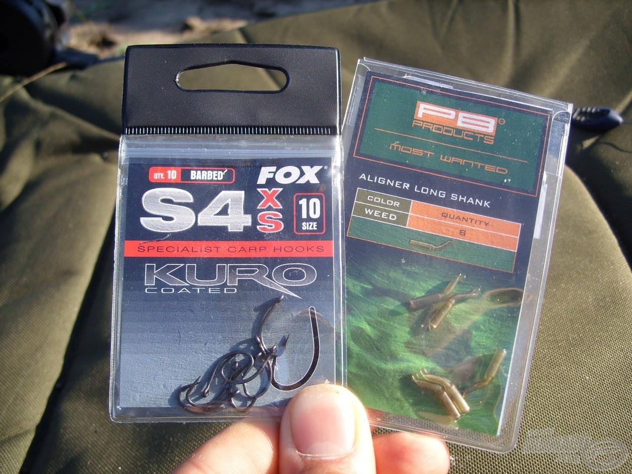 Kifejezetten akadós terepre fejlesztett, Fox S4 Kuro típusú horgokat használtam 10-es méretben, valamint egyik kedvenc kiegészítőmet, a PB Products Aligners Long Shank horogbefordítót