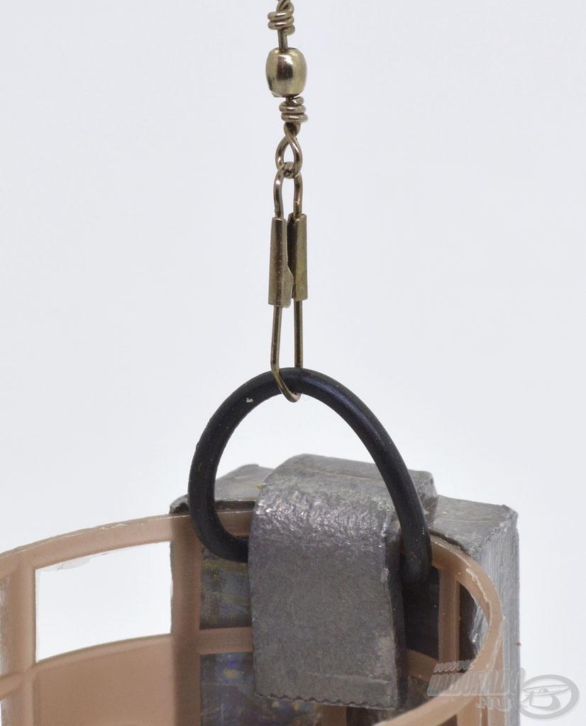 A rögzítő gumigyűrű kellően erős ahhoz, hogy bírja a rendkívüli igénybevételt