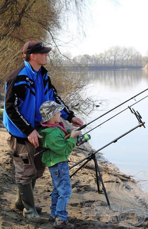 Tudom, hogy nem a feeder az első lecke arra, hogy hogyan tanítsuk a gyereket horgászni iskolában, de meggyőződésem, hogy azzal próbálkozzon, amivel ő szeretne - így meg lehet vele szerettetni a horgászatot. A 390 heavy bot tetszik nagy orsóval? Akkor küzdj vele! :)