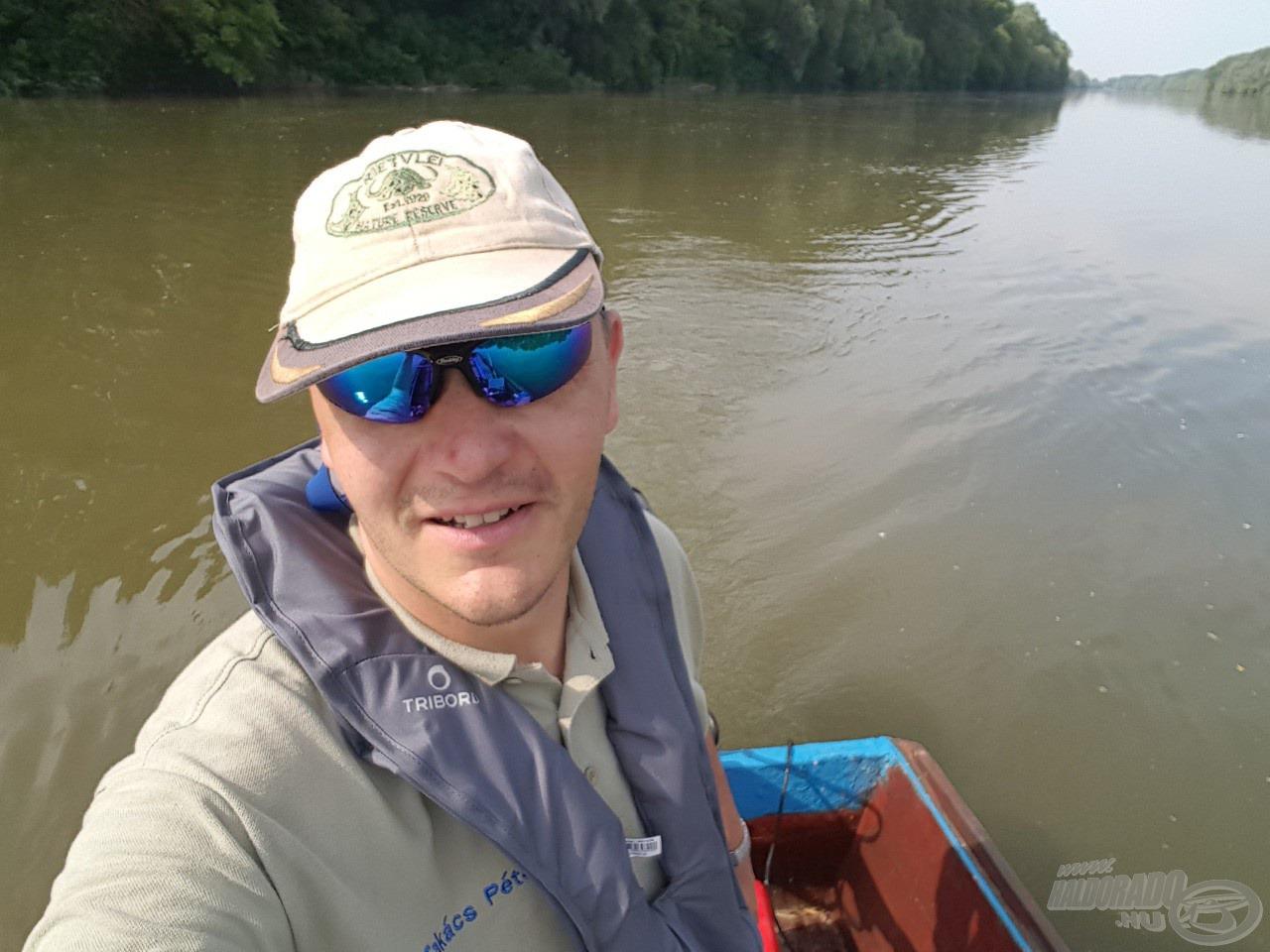 Kezdődhet a horgászat - az első szelfi