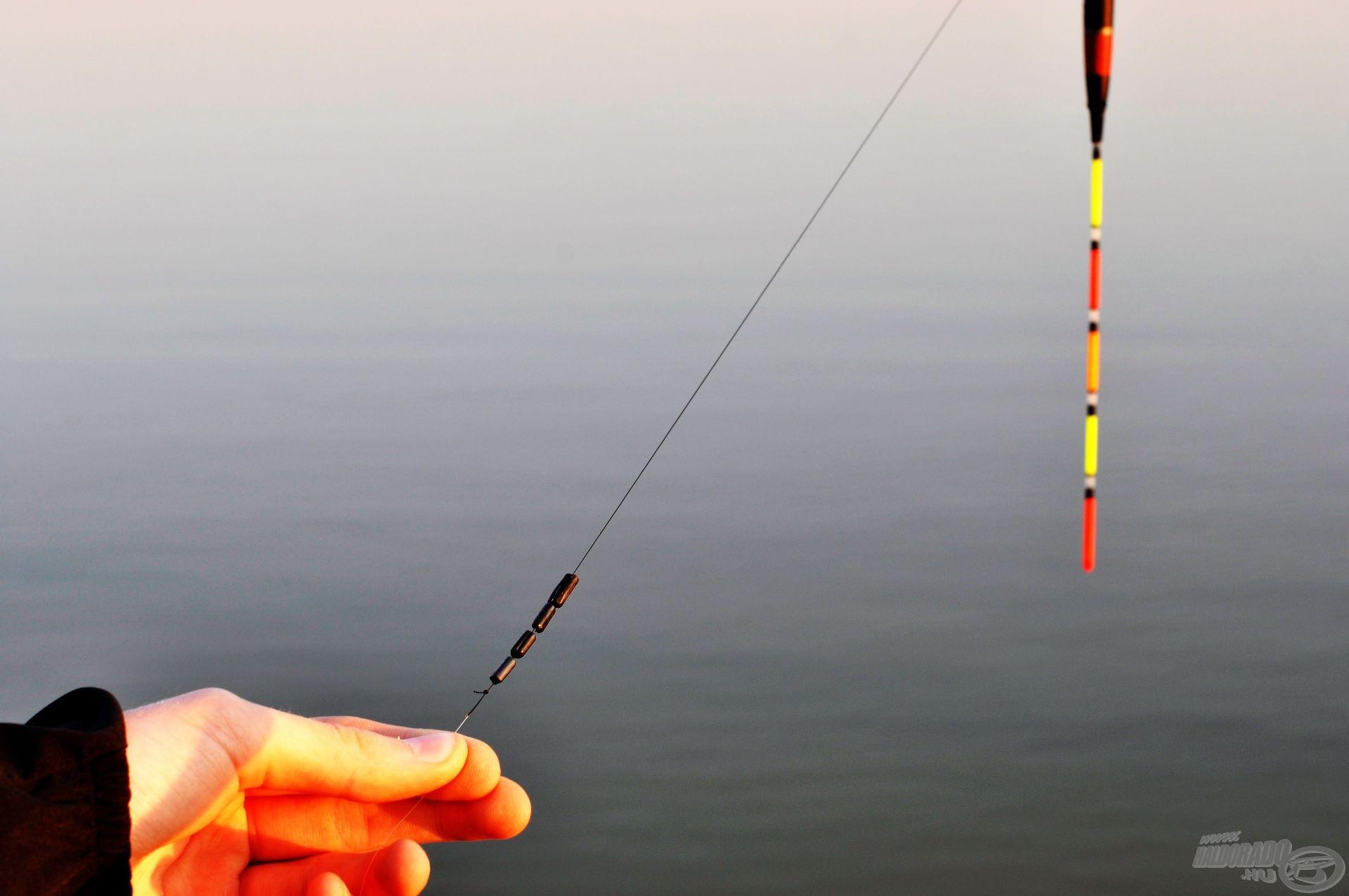 Mélyebb vízre szánt osztott súlyok (stil), melyek tetszőleges távolságra húzhatók egymástól a mélységmérés után