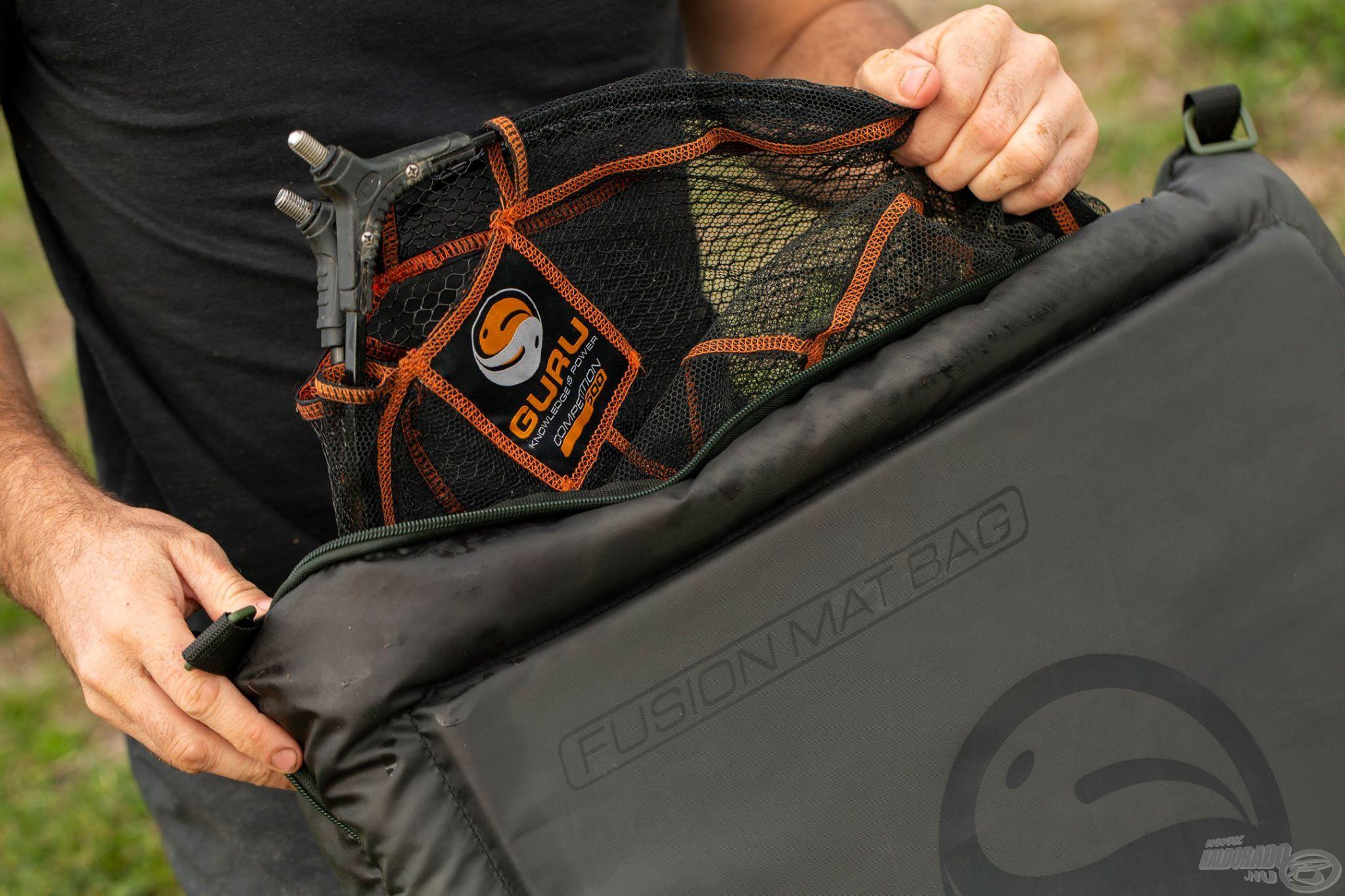 Összecsukva száktartó táskaként is funkcionál