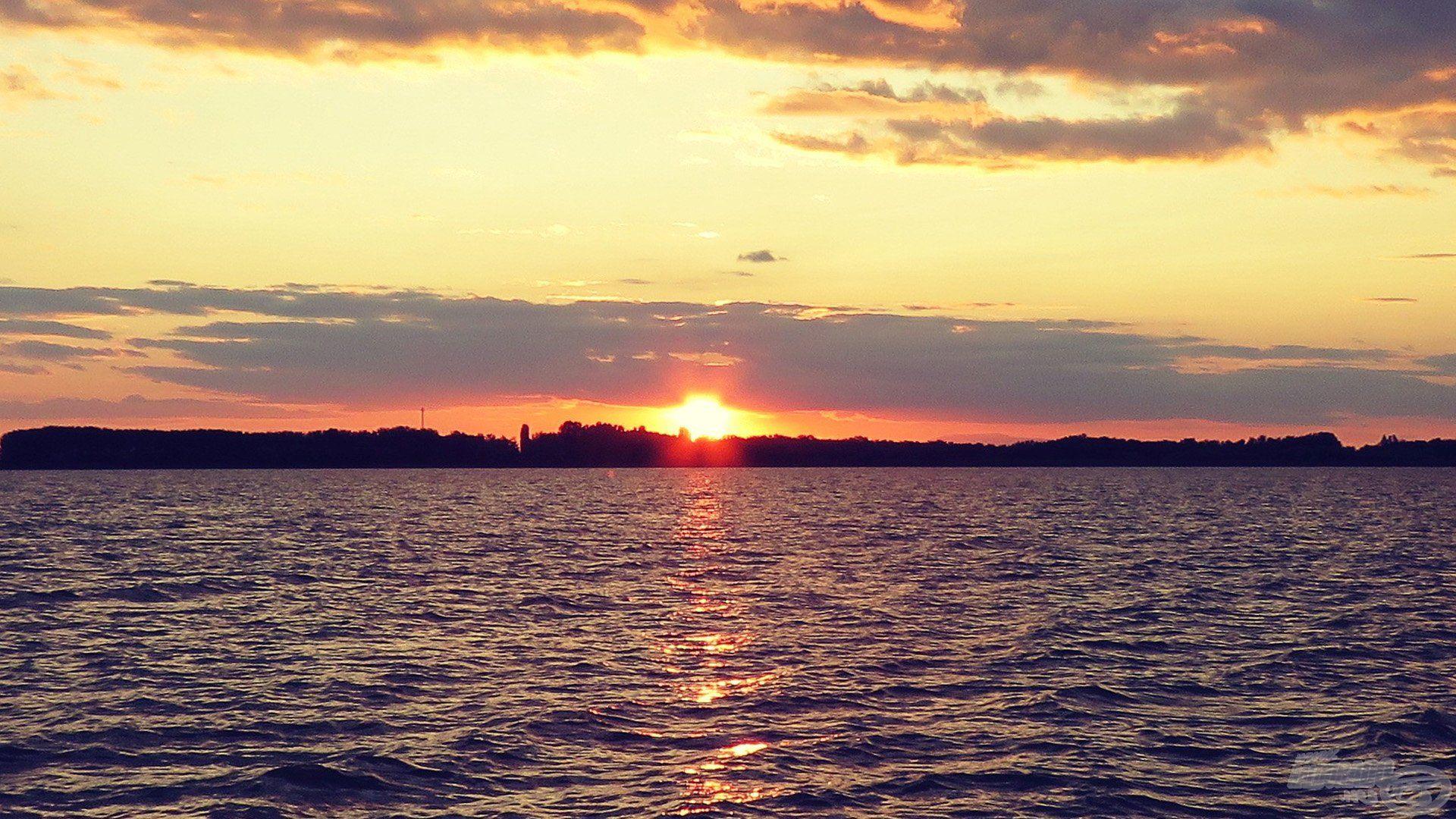 A naplemente fényeivel nem lehet betelni…