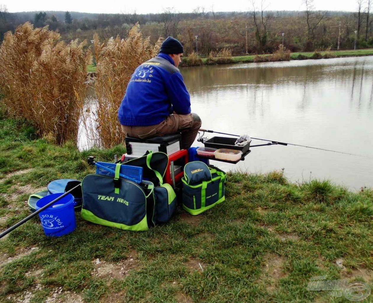 Az etetőtálca helyzete a kényelmes horgászat alapfeltétele