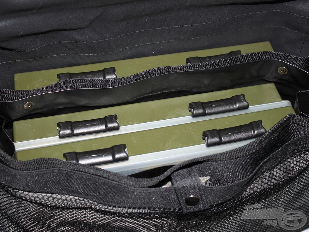 3 darab nagy Horváth féle twisterdoboz is kényelmesen elfér a táskában, így aztán van miből választanunk, hogy melyiket is tegyünk a zsinórunk végére