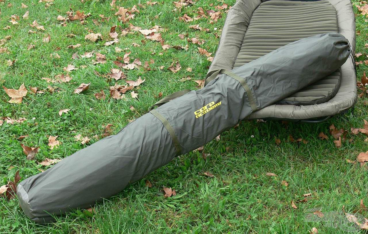 A sátorhoz tartozik egy erős gyári tok, amiben könnyedén és sérülésmentesen szállítható