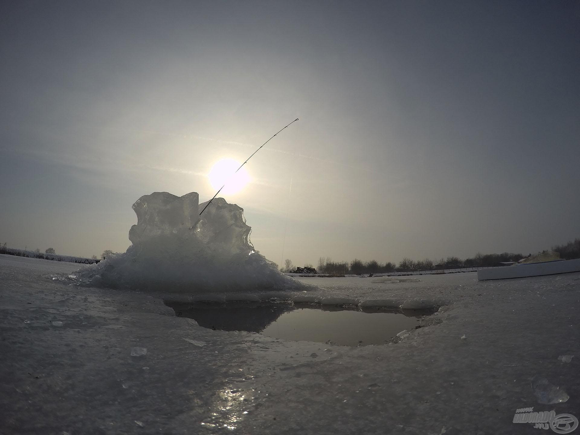 Különleges, igazán férfias 'játék' a téli horgászat. Aki teheti, próbálja ki, mert életre szóló élményekkel gazdagodhat!