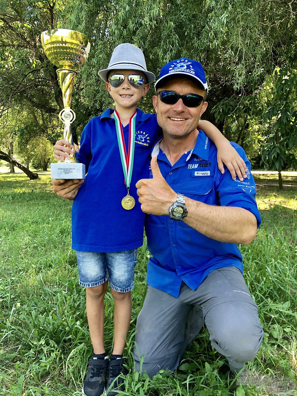 Viktor fiam élete első horgászversenyét megnyerte! Lehet, hogy nem esett messze az alma a fájától?