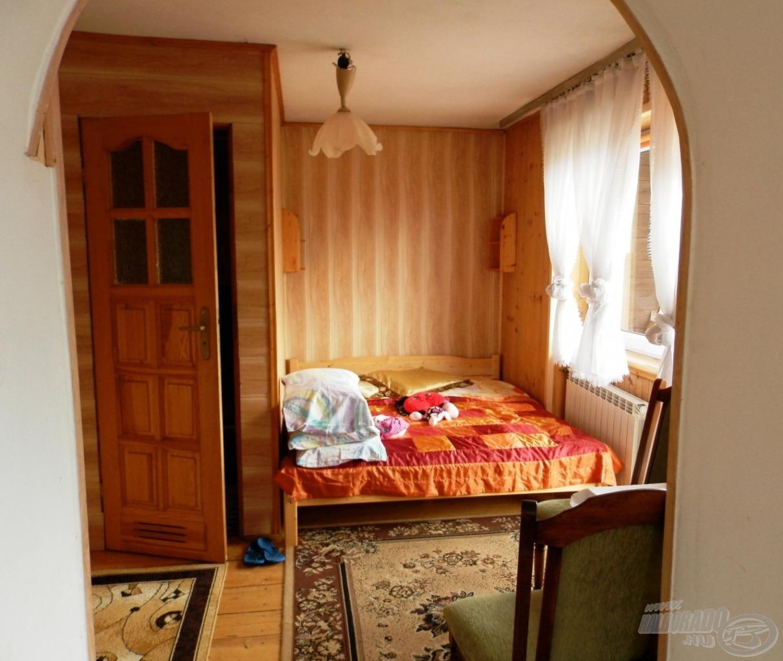 Kis hálószoba és kis fürdő